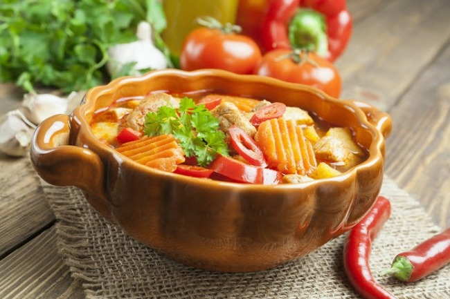 **Slow Cooker Traditional Hungarian Goulash