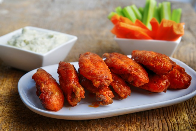 Slow Cooker Hot Wings * *