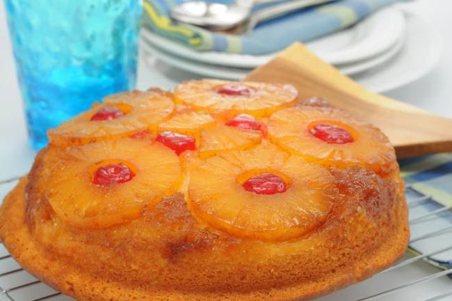 **Slow Cooker Pineapple Upside Down Cake