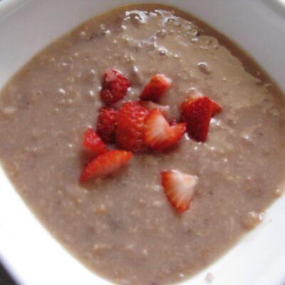 Slow Cooker Strawberry Lemonade Oatmeal