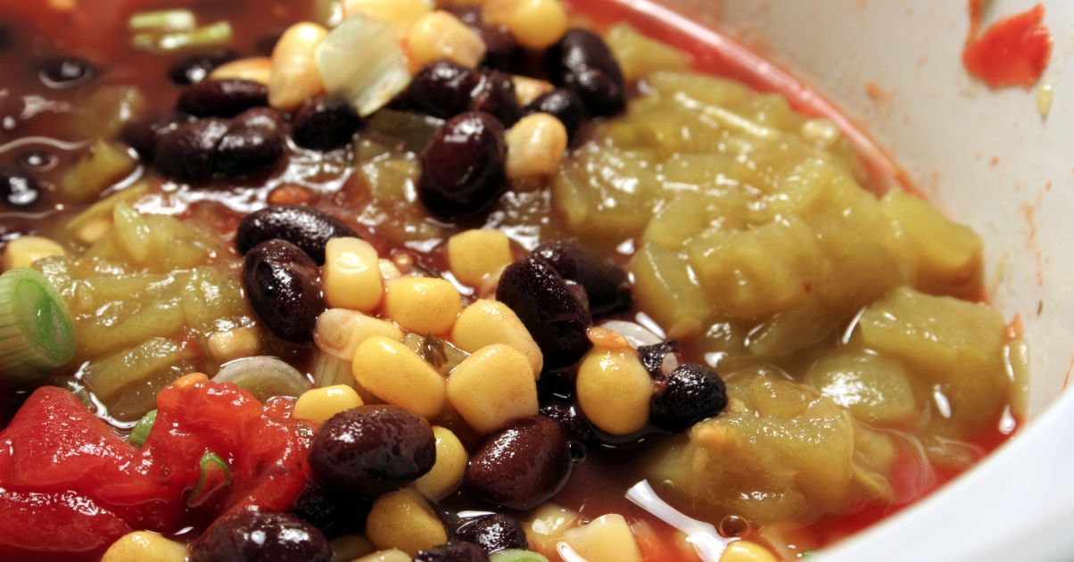 Slow Cooker Mexican Chicken and Black Bean Soup * *